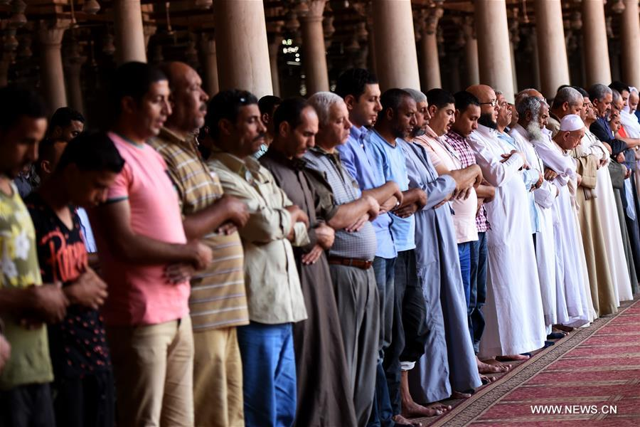 Egyptian Muslims pray in a mosque on the first day of Ramadan in Cairo, Egypt, on June 6, 2016. Muslims around the world began observing Ramadan on Monday. During the Islamic holy month of fasting and spiritual reflection, Muslims are not allowed to eat or drink between sunrise and dusk. (Xinhua/Zhao Dingzhe) (djj)