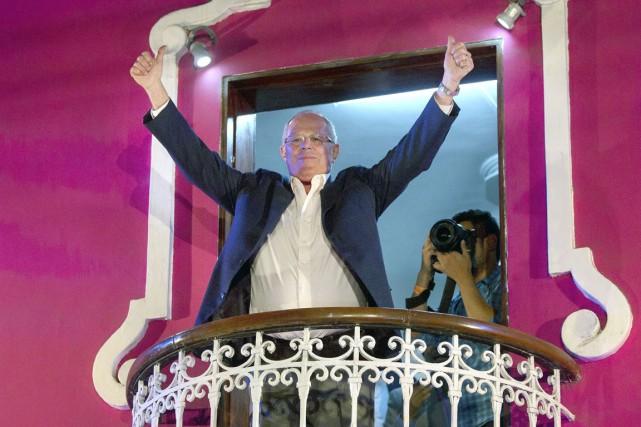Kuczynski mantiene ligera ventaja en elecciones presidenciales de Perú