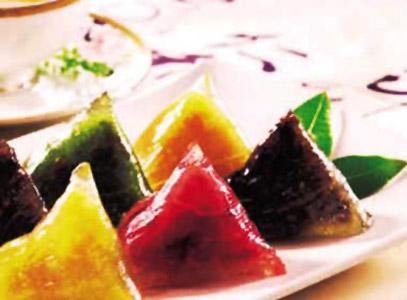 9. Les zongzi costariciens Préparés avec de la farine de maïs glutineux ayant subi un traitement spécial, ils sont fourrés de poulet, de bœuf, de carotte, de patate douce, d