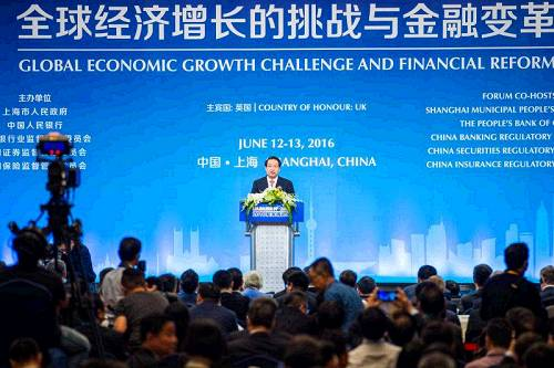 A forum on overcoming the challenges to global economic growth and financial reform has opened in the Chinese city of Shanghai.