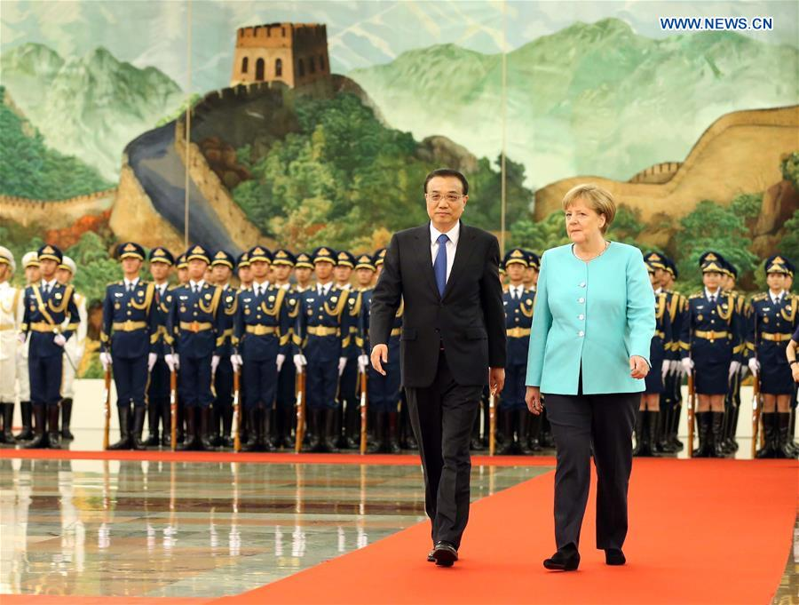 BEIJING, June 13, 2016 (Xinhua) -- Chinese Premier Li Keqiang (L, front) holds a welcoming ceremony for German Chancellor Angela Merkel (R, front) before their talks at the Great Hall of the People in Beijing, capital of China, June 13, 2016. (Xinhua/Liu Weibing)