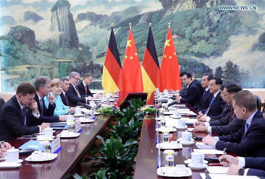 BEIJING, June 13, 2016 (Xinhua) -- Chinese Premier Li Keqiang (4th R) holds talks with German Chancellor Angela Merkel (3rd L) at the Great Hall of the People in Beijing, capital of China, June 13, 2016. (Xinhua/Liu Weibing)