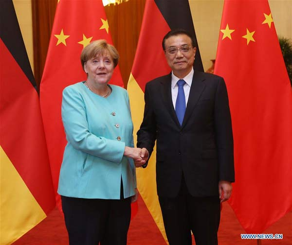 BEIJING, June 13, 2016 (Xinhua) -- Chinese Premier Li Keqiang (R) shakes hands with German Chancellor Angela Merkel at a welcoming ceremony for Merkel before their talks at the Great Hall of the People in Beijing, capital of China, June 13, 2016. (Xinhua/Liu Weibing)