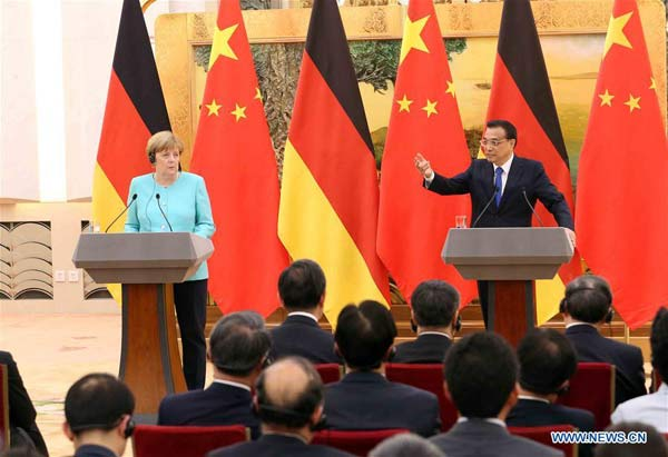 BEIJING, June 13, 2016 (Xinhua) -- Chinese Premier Li Keqiang (R, back) and German Chancellor Angela Merkel (L, back) meet the press at the Great Hall of the People in Beijing, capital of China, June 13, 2016. (Xinhua/Liu Weibing)