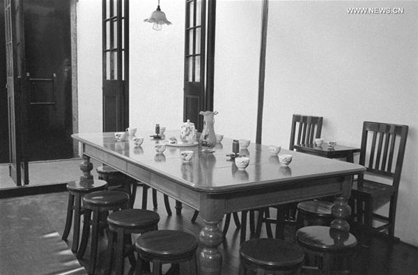 في صورة الأرشيف قاعة في البناء الذي افتتح فيه اجتماع المؤتمر الوطنى الأول للحزب الشيوعي الصيني