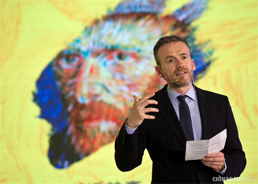 Curator of the Van Gogh Museum introduces the exhibition to visitors. [Photo by Feng Yongbin/China Daily]