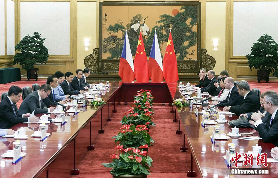 Chinese Premier Li Keqiang has met with Czech Prime Minister Bohuslav Sobotka in Beijing.