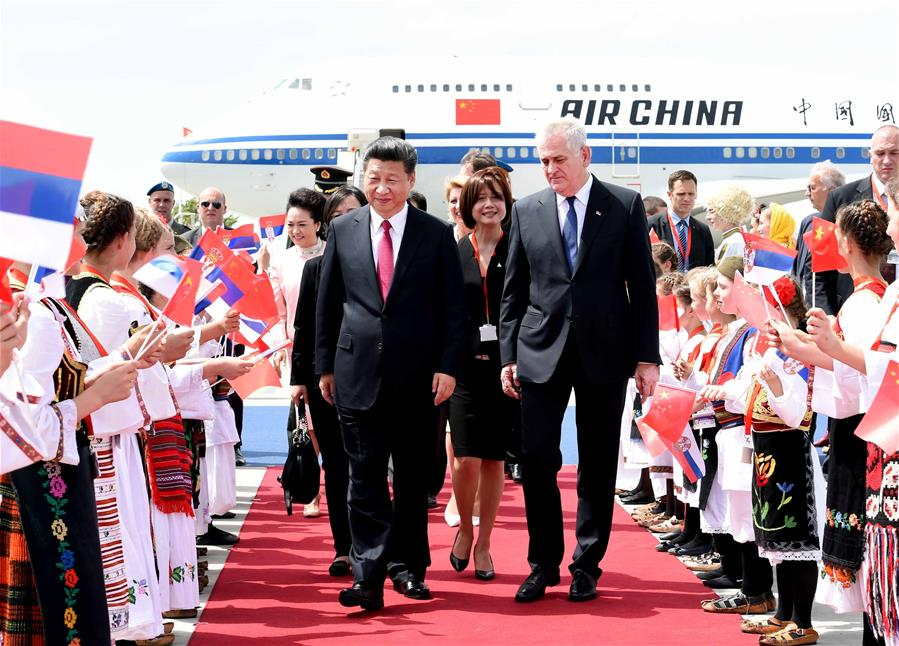 BELGRADE, June 17, 2016 (Xinhua) -- Chinese President Xi Jinping and his wife Peng Liyuan are greeted by Serbian President Tomislav Nikolic and his wife upon their arrival at the airport of Belgrade, Serbia, June 17, 2016. Xi started a state visit to Serbia Friday.(Xinhua/Rao Aimin)