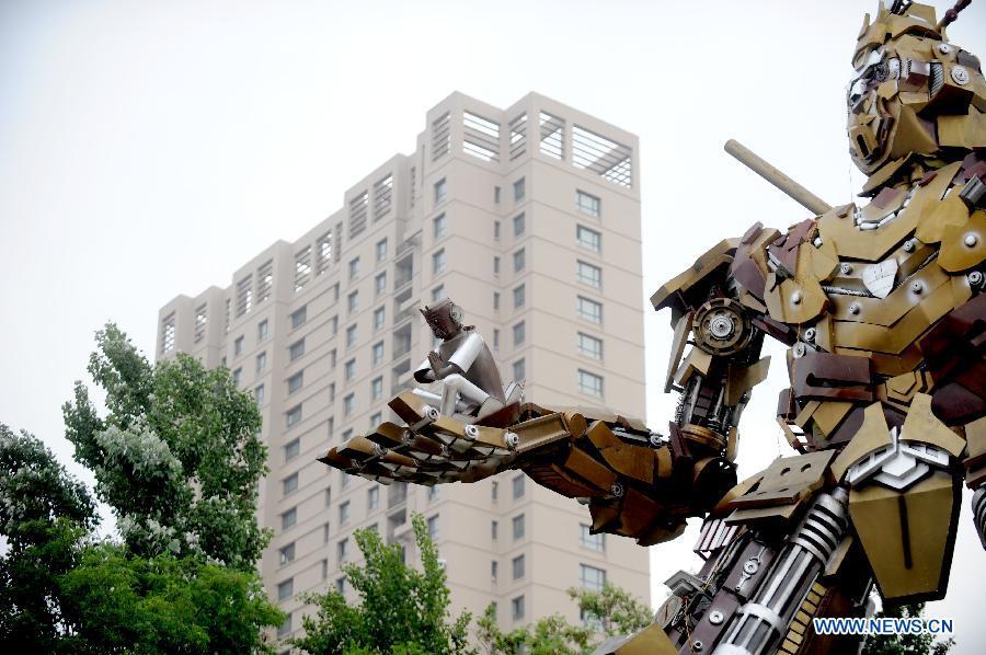 """Un """"Transformer"""" en forme de Roi des singes à Shenyang"""