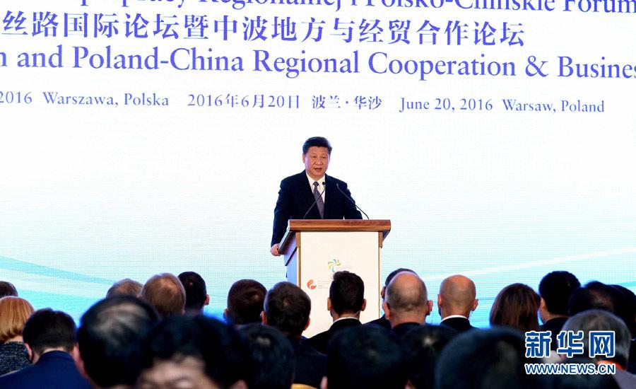 Le président Xi prononce un discours lors du forum économique