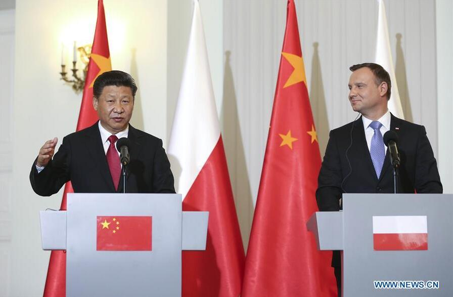 WARSAW, June 20, 2016 (Xinhua) -- Chinese President Xi Jinping (L) and Polish President Andrzej Duda attend a press conference after their talks in Warsaw, Poland, June 20, 2016. (Xinhua/Lan Hongguang)