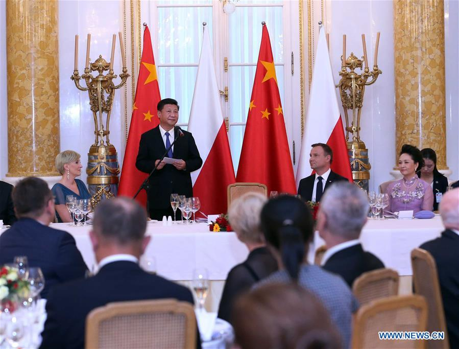 Chinese President Xi Jinping (2nd L, rear) attends the welcome banquet held by Polish President Andrzej Duda (3rd L, rear) in Warsaw, Poland, on June 20, 2016. (Xinhua/Liu Weibing)