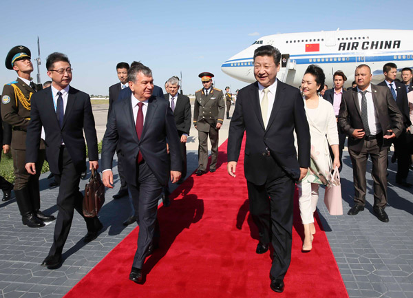 Chinese President Xi Jinping arrives in Tashkent for a state visit to Uzbekistan on June 21, 2016. [Photo/Xinhua]