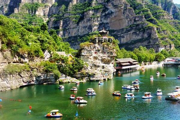十渡风景区位于北京市房山区西南,是中国北方唯一一处大规模喀斯特