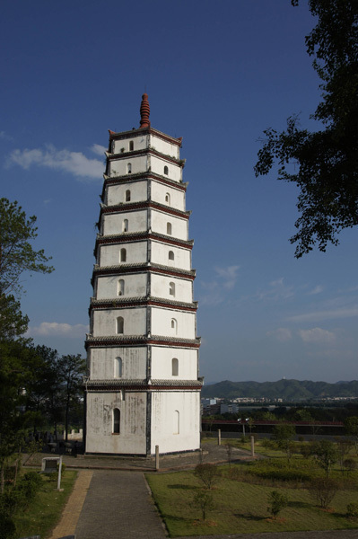 Photo de la Pagode Longzhu à Ruijin, dans la province du Jiangxi, en septembre 2011. [Photo / VCG]