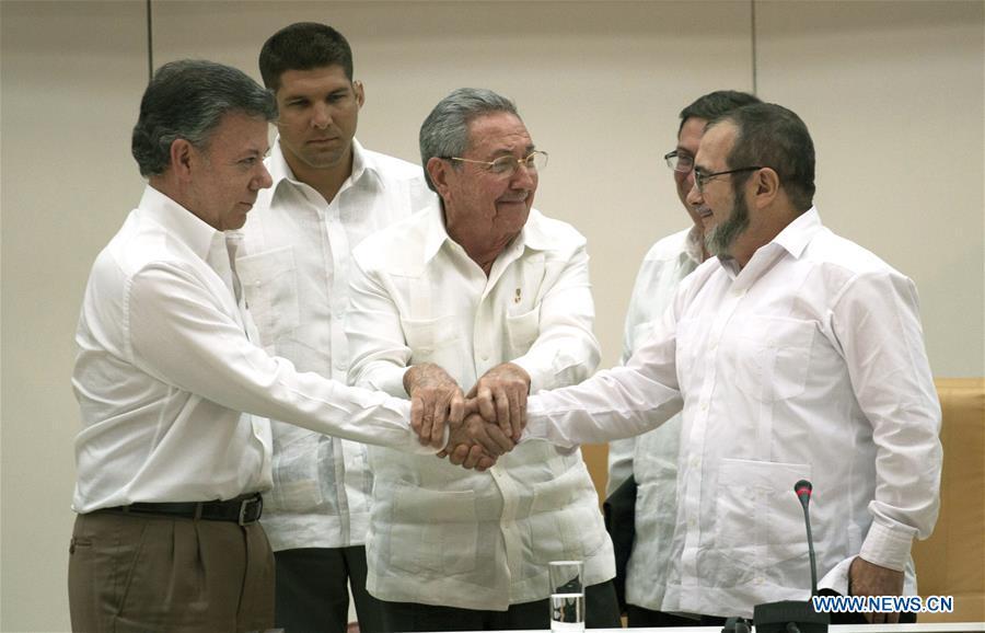Negociadores de gobierno colombiano y FARC llegan a acuerdo de paz en la Habana