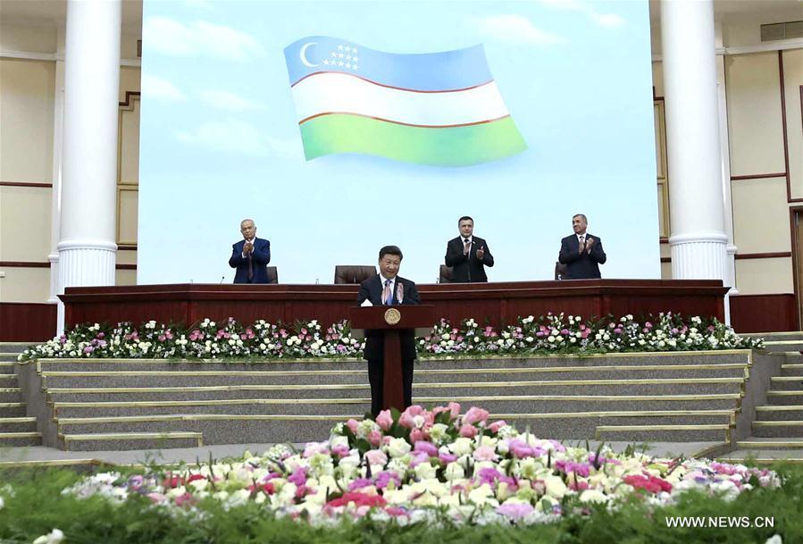 Le président Xi prononce un discours devant le parlement