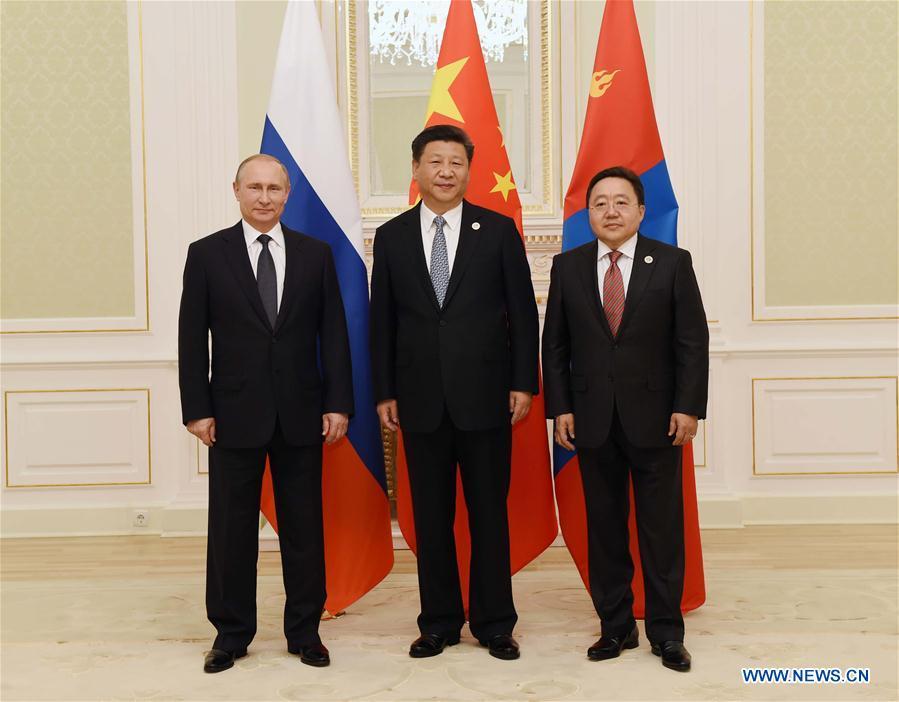 Chinese President Xi Jinping (C), Russian President Vladimir Putin (L) and Mongolian President Tsakhiagiin Elbegdorj (R) attend the third trilateral leaders
