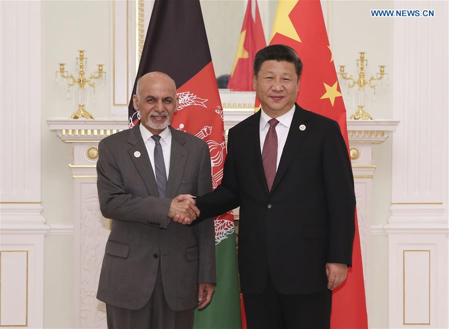 Chinese President Xi Jinping (R) meets with Afghan President Mohammad Ashraf Ghani in Tashkent, Uzbekistan, June 24, 2016.