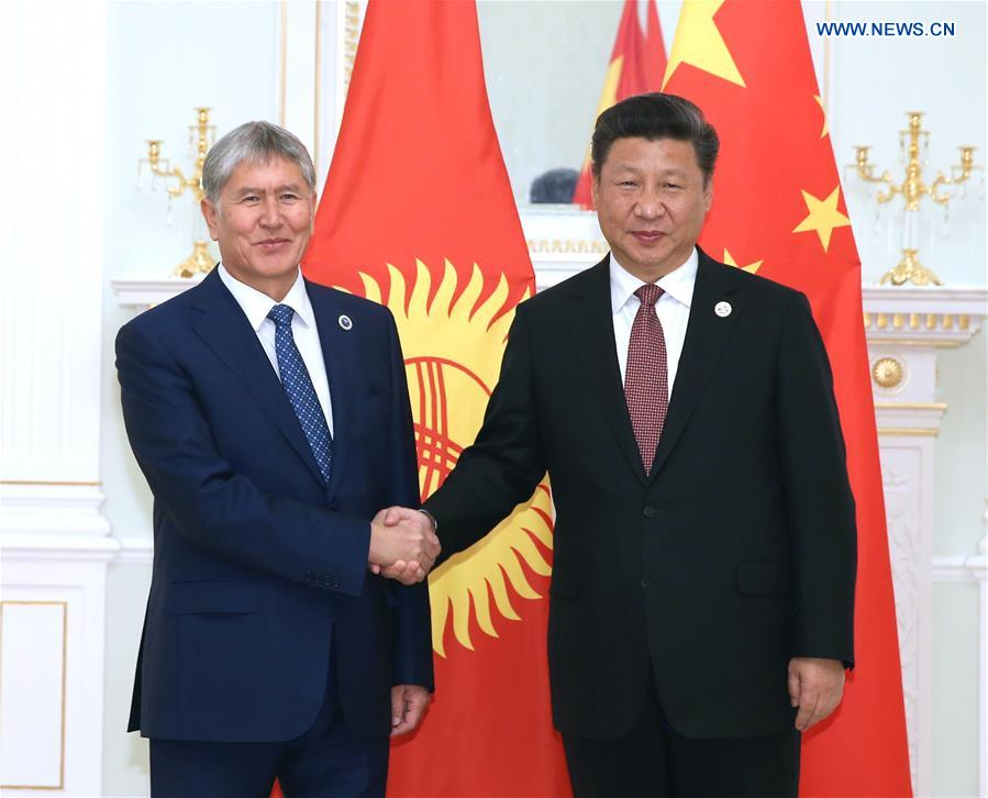 Chinese President Xi Jinping (R) meets with Kyrgyz President Almazbek Atambayev in Tashkent, Uzbekistan, June 24, 2016.