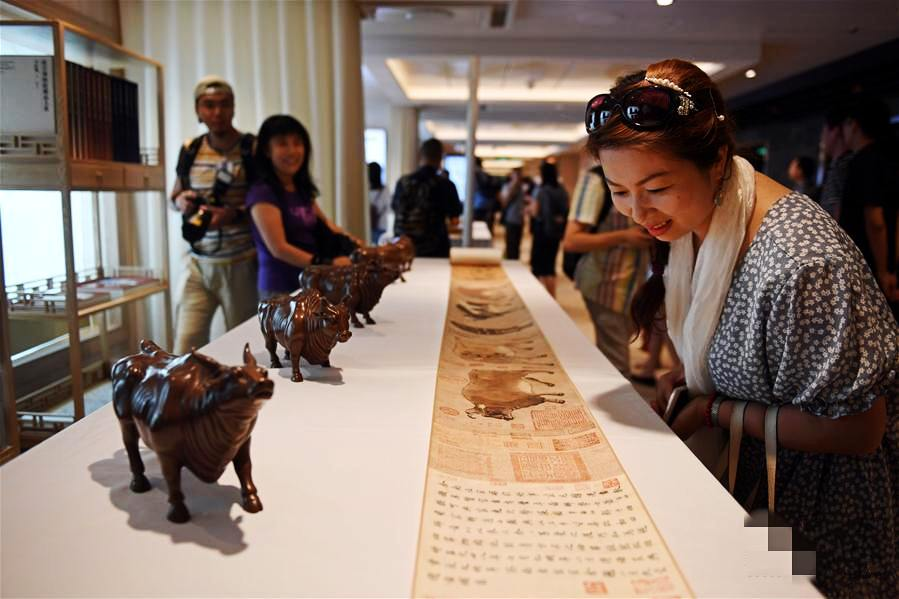 The Museum has held a cultural lecture event to show its souvenirs on the MS Ovation of the Seas -- the cruise line
