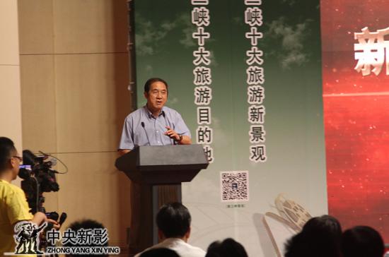 中国城市规划学会副理事长,北京大学城市规划设计中心主任,曾参与主导过三峡城市建设和旅游规划的专家吕斌教授发言。