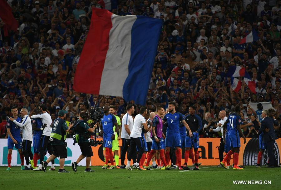 MARSEILLE, July 8, 2016 (Xinhua) -- Players of France celebrate victory after the Euro 2016 semifinal match between France and Germany in Marseille, France, July 7, 2016. France won 2-0 to enter the final. (Xinhua/Guo Yong)