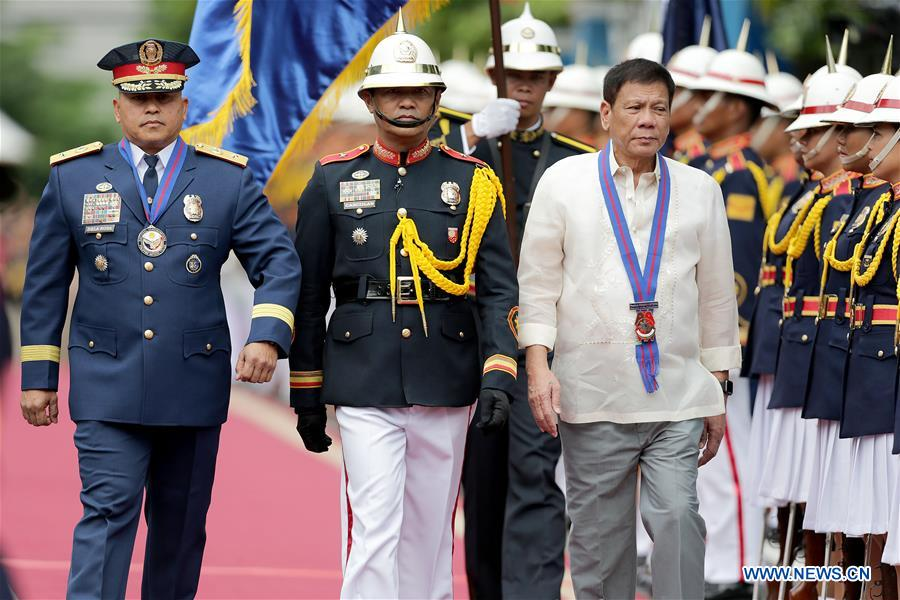 QUEZON CITY, July 1, 2016 (Xinhua) -- Philippine President Rodrigo Duterte (3rd L), accompanied by Philippine National Police Chief Ronald dela Rosa (1st L), during Ronald dela Rosa