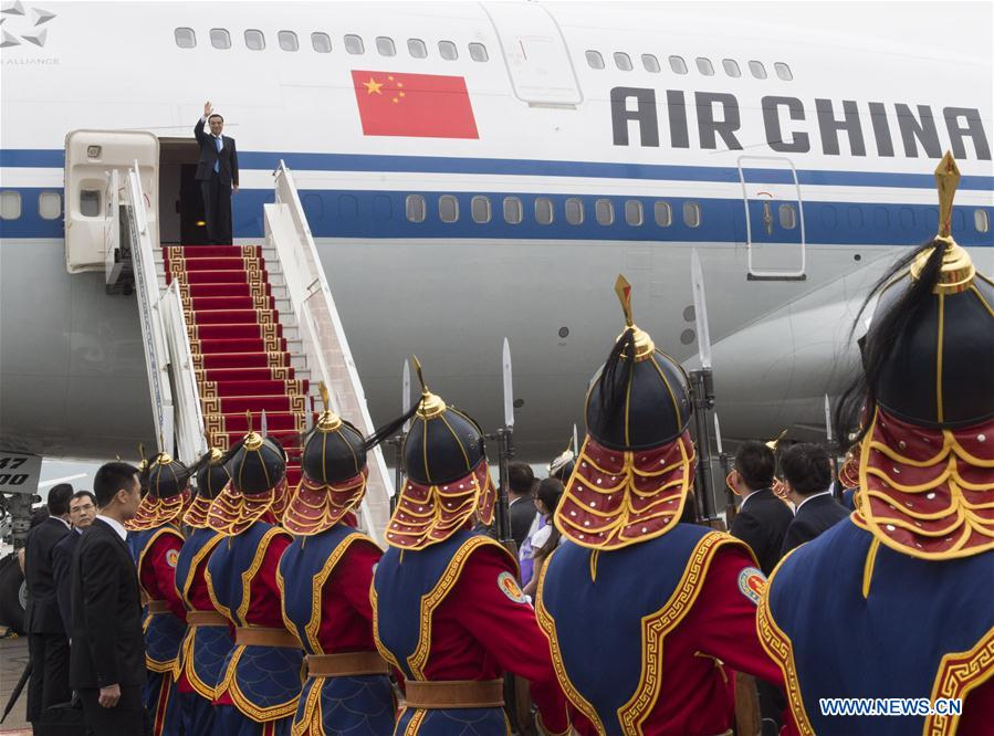 ULAN BATOR, July 13, 2016 (Xinhua) -- Chinese Premier Li Keqiang arrives at Ulan Bator, Mongolia, July 13, 2016. Li arrived here Wednesday for an official visit to Mongolia and the 11th Asia-Europe Meeting (ASEM) summit. (Xinhua/Wang Ye)