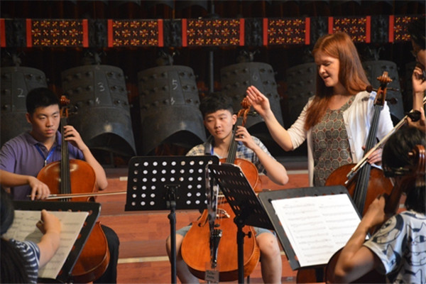 Musicians from UK's Halle Orchestra held a masterclass in Wuhan on Monday.