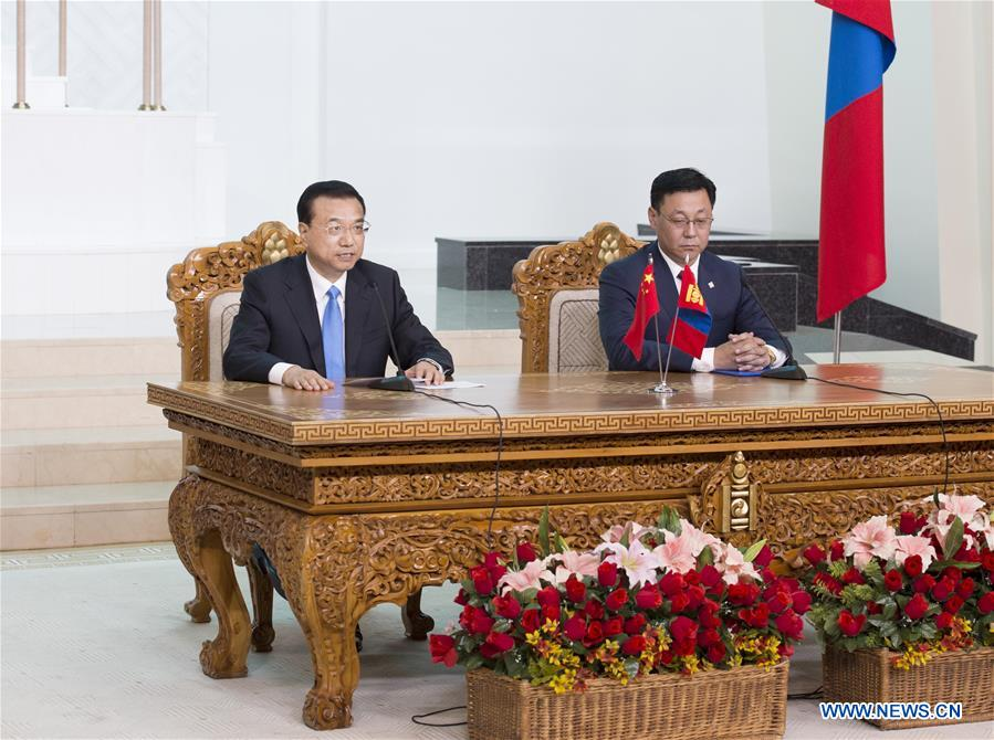 Chinese Premier Li Keqiang (L) and Mongolian Prime Minister Jargaltulga Erdenebat attend a press conference after their talks in Ulan Bator, Mongolia, July 14, 2016.