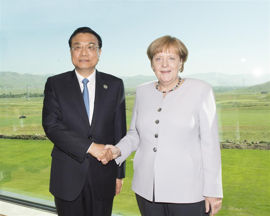 ULAN BATOR, July 16, 2016 (Xinhua) -- Chinese Premier Li Keqiang (L) meets with German Chancellor Angela Merkel in Ulan Bator, Mongolia, July 16, 2016. (Xinhua/Wang Ye)