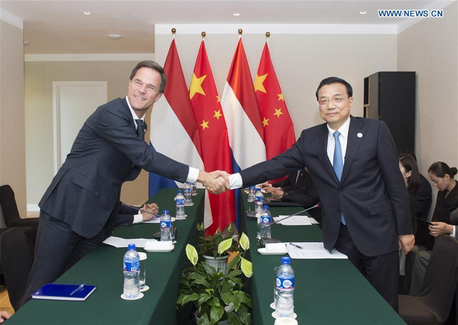 ULAN BATOR, July 16, 2016 (Xinhua) -- Chinese Premier Li Keqiang (R) meets with Dutch Prime Minister Mark Rutte in Ulan Bator, Mongolia, July 16, 2016. (Xinhua/Wang Ye)