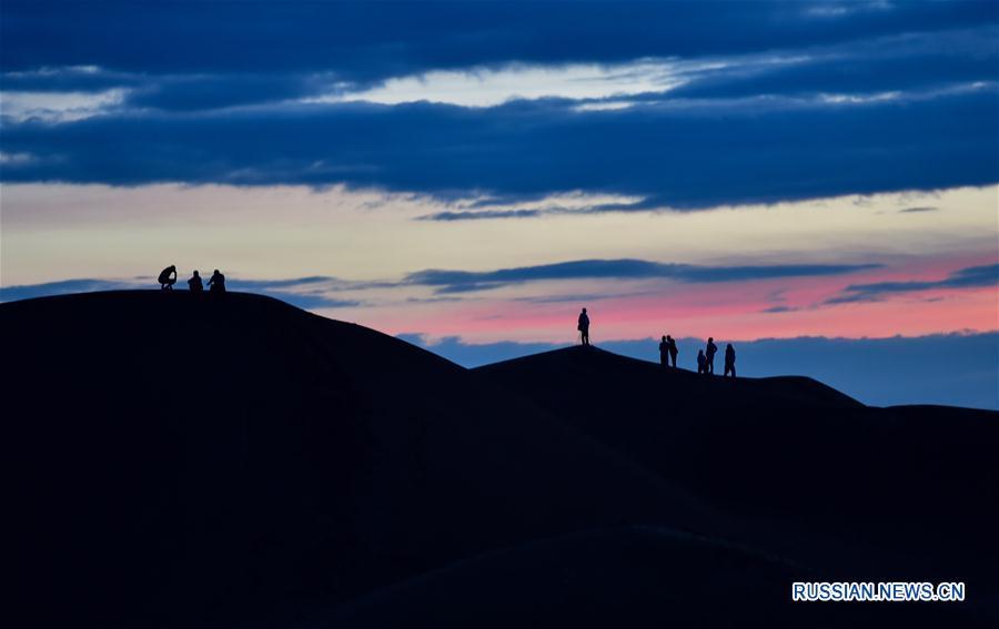 """Золотые """"гудящие дюны"""" Сяншавань во Внутренней Монголии"""