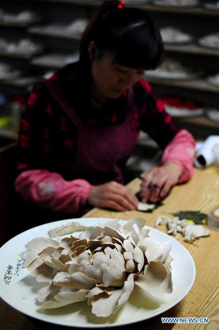 LUOYANG, April 29, 2016 (Xinhua) -- A craftswoman makes porcelain petals for a peony handicraft at Luoyang Peony Porcelain Museum in Luoyang, central China