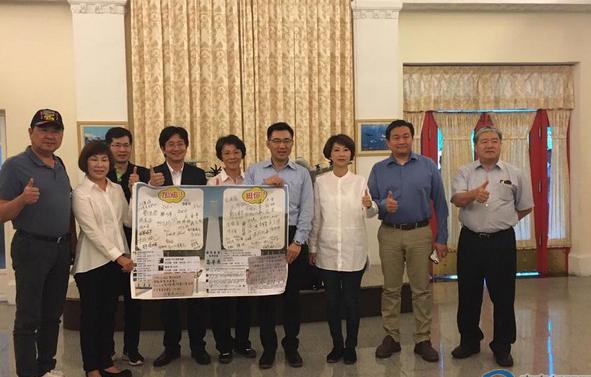 """Les """"législateurs"""" de Taïwan visitent l"""
