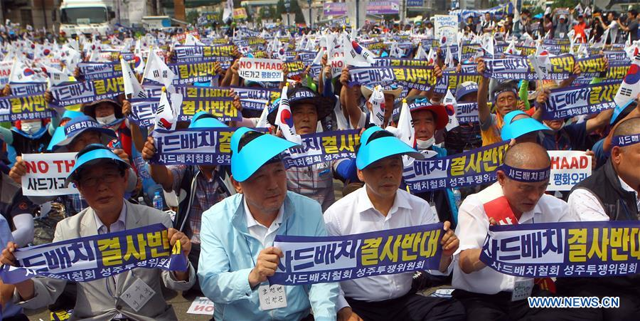 A senior official of Seongju county (2nd L, front) attends a rally to protest against the deployment of the Terminal High Altitude Area Defense (THAAD) in Seoul, capital of South Korea, on July 21, 2016. More than 2,000 people from Seongju county, where one THAAD battery will be deployed, gathered at a square in Seoul for a rally on Thursday, to protest against the deployment of THAAD. (Xinhua/Yao Qilin)