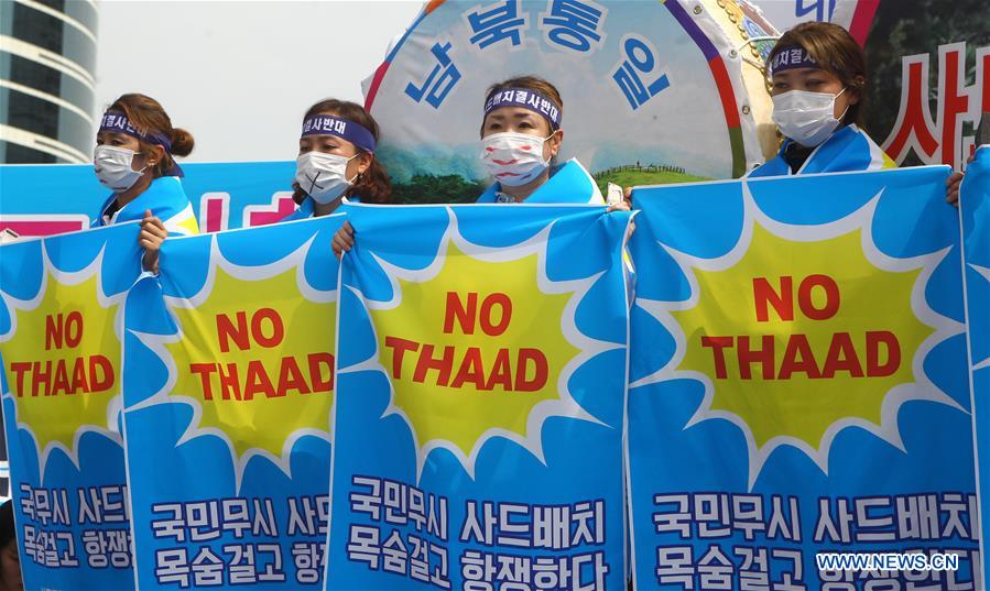 People from Seongju county hold banners to protest against the deployment of the Terminal High Altitude Area Defense (THAAD), during a rally in Seoul, capital of South Korea, on July 21, 2016. More than 2,000 people from Seongju county, where one THAAD battery will be deployed, gathered at a square in Seoul for a rally on Thursday, to protest against the deployment of THAAD. (Xinhua/Yao Qilin)
