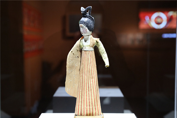 The exhibition features over 120 relics from Xinjiang Autonomous Region. Murals, sculptures, musical instruments and archives introduce viewers to unique musical genres that can only be found along the Silk Road.