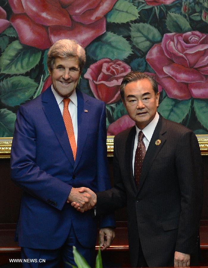 Le ministre chinois des AE espère que les États-Unis soutiennent la reprise du dialogue sino-philippin