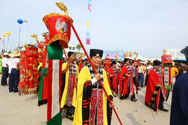 A traditional ceremony is held to celebrate the opening of the port at Yazhou, about 50 kilometers west of Sanya in Hainan province, Aug 1, 2016.