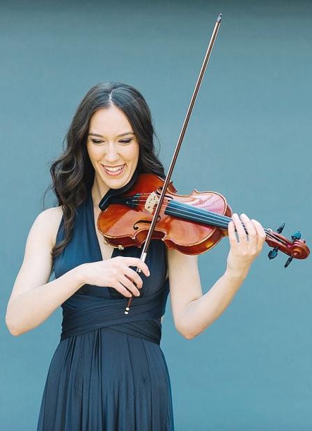 乐团的创办人兼指挥詹娜·赛勒