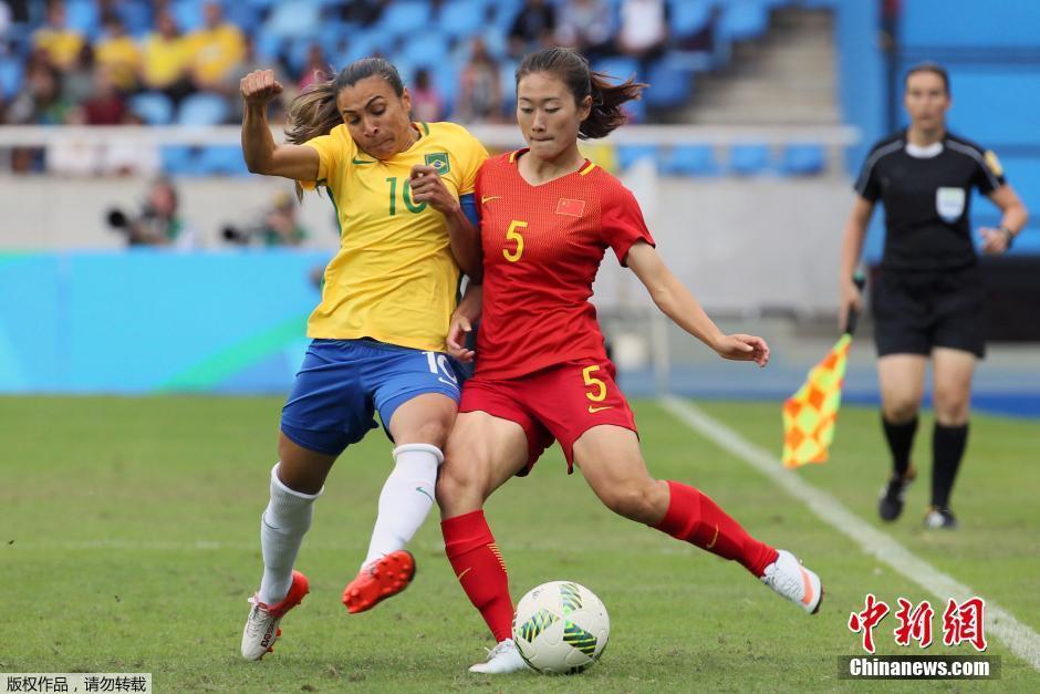 Сборная Бразилии разгромила Китай в матче женского футбольного турнира