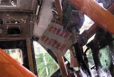 """广州公交车挂出警示牌:""""重复刷卡将报警"""""""