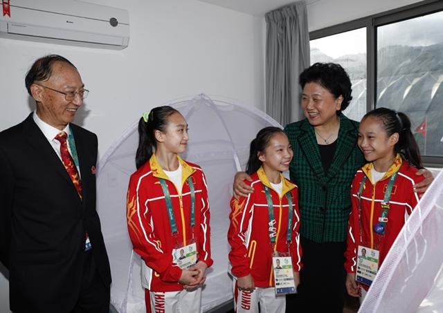 نائب رئيس مجلس الدولة الصيني تزور الرياضيين الصينيين المشاركين في أولمبياد ريو