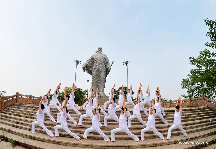 KAIFENG, Aug. 8, 2016 (Xinhua) -- People practice yoga in Shangrao, east China
