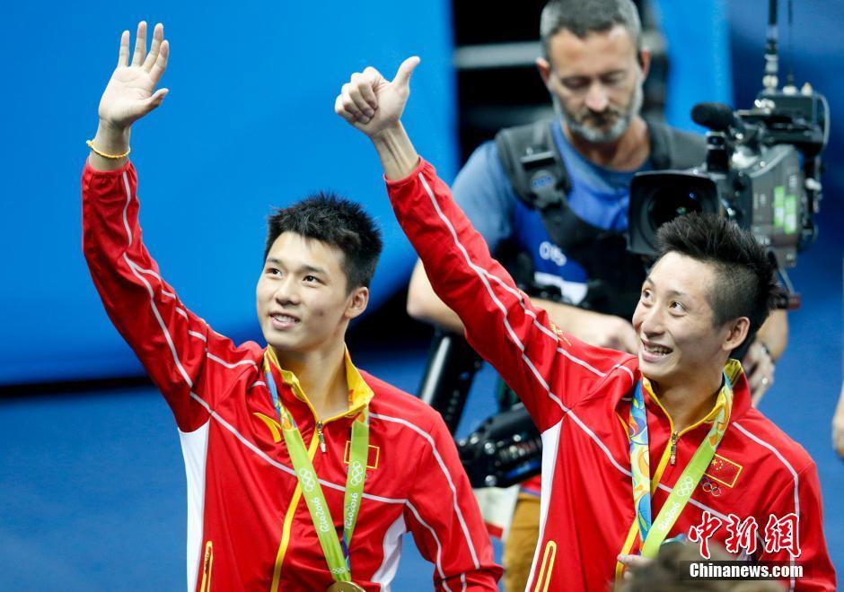 Lin Yue et Chen Aisen remportent la médaille d'or au plongeon