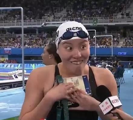 رياضية صينية شابة تشتهر على موقع التواصل الاجتماعي