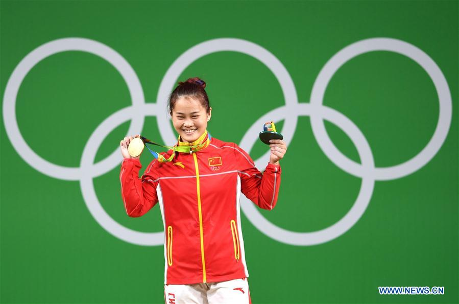 Deng Wei of China celebrates at the awarding ceremony of the women