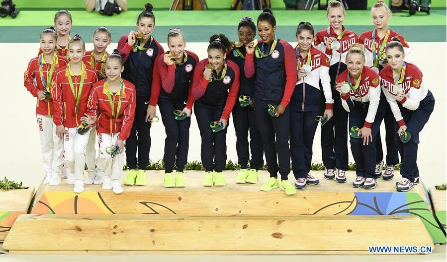 Gold medalists athletes of the United States of America (C), silver medalists athletes of Russia (R) and bronze medalists athletes of China attend the awarding ceremony of women